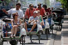 Menteri Pariwisata Arief Yahya memperkirakan pertumbuhan jumlah kunjungan wisatawan mancanegara (wisman) pada 2017 sebesar 10% dari 2016. Bila target terealisasi, maka jumlah kunjungan wisman...