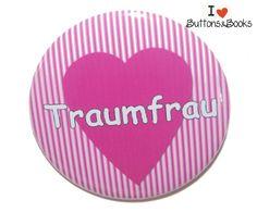 Traumfrau-50mm-Button-Spruchbutton+Frau+Single+von+Buttons&Books+auf+DaWanda.com