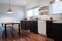 Or black cabinets, white appliances with white or gray counter tops Kitchen Organization Pantry, Kitchen Pantry, Kitchen Ideas, Kitchen Craft, Organized Kitchen, Contemporary Kitchen Cabinets, Kitchen Cabinetry, White Appliances, Black Cabinets