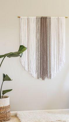 DIY boho wall hanging Yarn Wall Art, Yarn Wall Hanging, Diy Wall Art, Wall Hangings, Diy Wall Hanging, Tapestry Wall Hanging, Art Yarn, Hanging Storage, Handmade Home Decor
