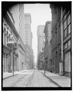 Fourth Street in Pittsburgh, once known as the city's Wall Street, is seen in this photo believed to be taken between 1900 and Old Pictures, Old Photos, Vintage Photos, Wow Photo, Perfect Photo, Pennsylvania History, Mount Washington, Pittsburgh Pa, Imagines