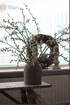 Pussy willows in concrete vase. Rustic Cottage, Easter Flowers, Home And Living, Rustic Interiors, Rustic Diy, Flower Decorations, Fall Decor, Home And Garden, Rustic Cottage Decor