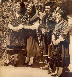 Festas de Santiago de Compostela 1930 - Revista Estampa. Fuente: Ollar Galicia https://www.facebook.com/groups/864290496922149/