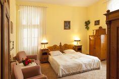 Pokój Złoty w Pensjonacie Roxana w Szklarskiej Porębie. http://www.roxana-szklarska.pl