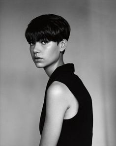 Cut VI -This crop has the gamine schoolboy genes which famously turned Linda Evangelista into a supermodel. Here it is for a second generation: thick on top, heavy over the eyes, tenderly layered into a chic nape. Pixie Hairstyles, Pixie Haircut, Short Hairstyles For Women, Haircut Long, Wedge Hairstyles, Hair Inspo, Hair Inspiration, Short Wedge Haircut, Short Hair Cuts