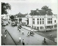 Straatbeeld in Bandoeng 1920-1940.