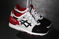 Oh, how the plot thickens! After getting the first peep at the wider release of the Afew x ASICS Gel Lyte III 'Koi', the German sneaker squad comes through with a surprise drop, the 'Black Koi'. Blacked-out toebox (instead of the red dressing of the OG), wooden lace-locks, and photo print sock liner make this …