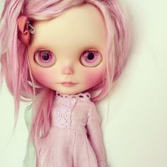 Hello everyone!    Heres Emilia <3  A Factory girl (RBL) with pink Alpaca hair reroot.  Carved mouth and nose and new natural makeup sealed