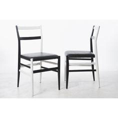 Coppia di sedie bicolori Leggera designer Gio' Ponti produttore Cassina paese Italia colori nero bianco in legno e pelle
