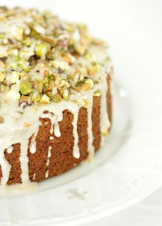 A great recipe for Chai Cake with Pistachios. The beautiful flavor of chai tea but this time in a cake. If you like chai tea, you'll love this Chai Cake. Beaux Desserts, Just Desserts, Delicious Desserts, Yummy Food, Yummy Recipes, Cake Recipes, Dessert Recipes, Pistacia Vera, Bolos Naked Cake