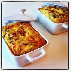 Bonjour, Une petite idée recette simple et rapide pour un dîner léger ou un pique nique en plein air! Pour cette recette, il vous faudra : - 3 portions de vache qui rit - 2 tranches de jambon de dinde - 1 échalote - 2 oeufs entiers + 2 jaunes - 10g de...