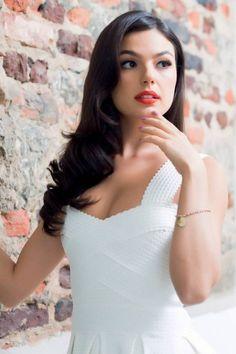Isis Valverde (brazilian TV actress)