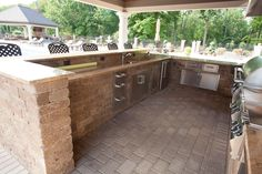 Ways To Choose New Cooking Area Countertops When Kitchen Renovation – Outdoor Kitchen Designs Outdoor Kitchen Countertops, Outdoor Kitchen Bars, Outdoor Kitchen Design, Concrete Countertops, Outdoor Kitchens, Backyard Kitchen, Design Kitchen, Outdoor Cooking, Outdoor Spaces
