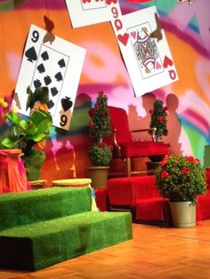 Alice in Wonderland stage set Alice In Wonderland Musical, Alice In Wonderland Bedroom, Wonderland Costumes, Alice In Wonderland Tea Party, Adventures In Wonderland, Mad Hatter Party, Mad Hatter Tea, Peter Pan Jr, Alice Tea Party