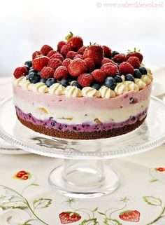 ***Colorful cheesecake with summer fruits kolorowy-sernik-z-letnimi-owocami-na-herbatnikach. Summer Cheesecake, Fruit Cheesecake, Baked Cheesecake Recipe, Donut Recipes, Cookie Recipes, Dessert Recipes, Delicious Desserts, Yummy Food, Eat Dessert First