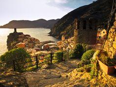 Cinque Terre, Italy (by trixnbooze)