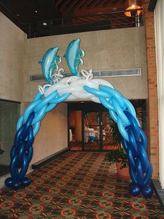 Could I make that for my back yard... hummm. What a great balloon arch!