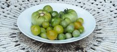 What to do with your tomatoes in September & how to ripen unripe tomatoes! - Pumpkin Beth Baby Tomatoes, Small Tomatoes, Green Tomatoes, Ripe Fruit, Canning Tomatoes, Green Bowl, Free Plants, Done With You, Edible Garden
