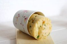 Knedlík z mikrovlnky hotový za 10 minut Czech Recipes, Dumplings, Cooking Tips, Microwave, Hamburger, Side Dishes, Good Food, Food And Drink, Cheese