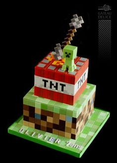 Looking for Minecraft cakes? Look no further than these 11 Amazing Minecraft Birthday Cakes your kids will go crazy over. Get Minecraft cake ideas here. 6th Birthday Parties, 8th Birthday, Cake Birthday, Pastel Minecraft, Mindcraft Cakes, Minecraft Birthday Cake, Cake Minecraft, Gateau Harry Potter, Amazing Minecraft