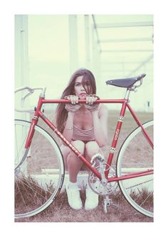 Girl and her fixie (fixed gear and singlespeed). Bicycles Love Girls…