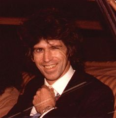 KEITH RICHARDS LEAVING COURT IN TORONTO APRIL 23 1979 lol he's just so badass