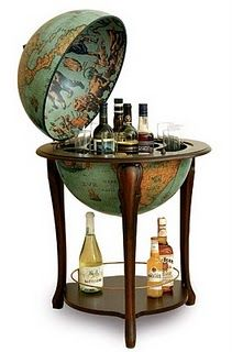 Once I'm rich enough to have a library in my home you bet I'm getting a globe-shaped bar