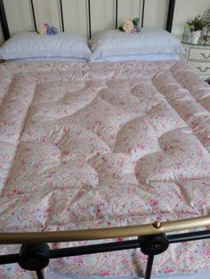 Pretty Paisley Alice Eiderdown Backed in Blue — Belinda Davies Eiderdowns…