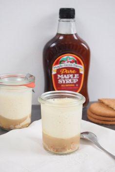 Mousse au sirop d'érable, compote de poire et petit biscuit…