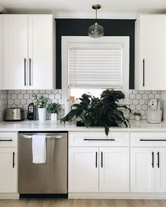 We love this chic black and white kitchen design by Kenzi Flinchum. Order a sample of our Malibu White shaker cabinets today. Home Decor Kitchen, Kitchen Design Small, Kitchen Cabinet Design, Modern Kitchen, White Shaker Kitchen, Home Kitchens, White Shaker Cabinets, White Kitchen Design, Black Countertops