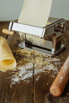 Prepară pastele preferate în casă folosind aparatul manual SCHULE! Poftă bună! #aparat pentru paste #aparat paste Paste, Dishes, Tablewares, Flatware, Tableware, Cutlery, Plates, Dinnerware