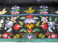 Swedish Embroidery, Embroidery Applique, Art Costume, Costumes, Norwegian House, Norwegian Vikings, My Heritage, Folklore, Hand Stitching