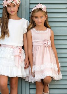 Vestidos de arras y celebraciones para niñas Little Girl Fashion, Little Girl Dresses, Kids Fashion, Girls Dresses, Flower Girl Dresses, Lace Flower Girls, Moda Kids, Girls Special Occasion Dresses, Smocks