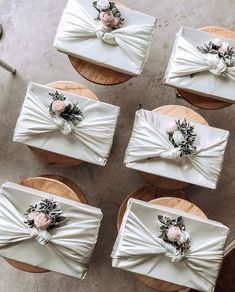 The Upcycler's Guide to Gift Wrapping - Upcycle My Stuff Wedding Gift Wrapping, Wedding Gift Boxes, Diy Wedding, Wedding Gifts, Wedding Doorgift, Malay Wedding Dress, Gift Wraping, Before Wedding, Fabric Gifts