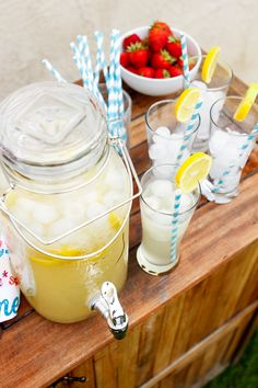 How To Make Homemade Lemonade -- this homemade lemonade recipe makes enough for a crowd, perfect for an outdoor summer gathering! P.S. The mason jar beverage dispenser is a total steal at Walmart right now.