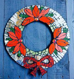 Christmas Mosaics, Christmas Diy, Christmas Wreaths, Christmas Decorations, Christmas Ornaments, Holiday, Mosaic Crafts, Mosaic Art, Mosaic Glass