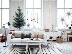 Vi gör plats för mysiga stunder under helger och juletider i soffan NORSBORG! LISABO soffbord ask, RISTINGE matta, NORRÅKER pall, ARÖD golvlampa.