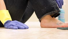 How to Clean the Bathroom Floor