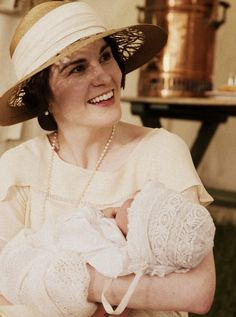 Lady Mary and baby Sybil - Downton Abbey Lady Mary Crawley, Best Tv Shows, Favorite Tv Shows, Movies And Tv Shows, Sybil Downton, Matthew Crawley, Dowager Countess, Downton Abbey Fashion, Masterpiece Theater