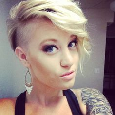 Edgy hair, undercut, short hair, blonde, bleach blonde.