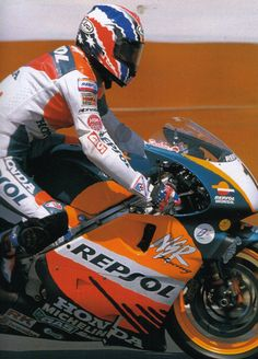 Mick Doohan, Honda NSR500, 1998 Japanese Grand Prix Honda Motorbikes, Japanese Grand Prix, Classy Cars, Racing Motorcycles, Motogp, Old School, Motorcycle Jacket, Pilot, Watch