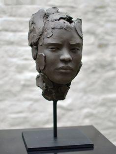 """""""Suspicion"""" de Chloé Sontrop - Terre"""