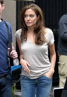 Angelina Jolie Angelina Jolie Biography, Angelina Jolie Photos, Beautiful Celebrities, Beautiful Actresses, Funny Celebrities, Beauty Women, Fashion Models, Sexy Women, Glamour