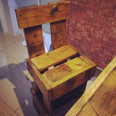 desk of pallet