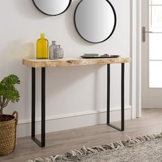 Entryway Decor, Entryway Tables, Bedroom Decor, Ideas Recibidor, Home Interior Design, Interior Decorating, Metal End Tables, Small Apartment Design, Sweet Home Alabama