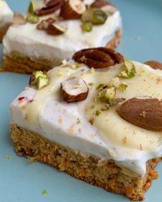"""Páči sa mi to: 143, komentáre: 3 – @_sugarky_ na Instagrame: """"Mrkvovo-orechové kocky Mrkovový korpus: 🥕4 vajíčka 🥕3 nastrúhané stredné mrkvy 🥕35g kokosového…"""" Cheesecake, Desserts, Instagram, Food, Food Food, Tailgate Desserts, Deserts, Cheesecakes, Essen"""