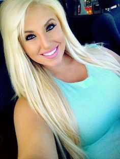 Ashley Alexiss ❤️ her hair color.