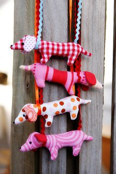 Pack of dachshunds made from the Doxie Dachshund necklace pattern in the Wee Wonderfuls book... (I adore doxies!)