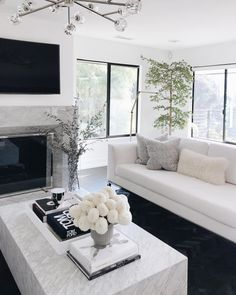 Hope everyone has a bright and beautiful weekend! ✨ Here's a little peek at my living room — the clean lines and monochrome palette helped… Glam Living Room, Living Room Decor Cozy, Elegant Living Room, Living Room White, New Living Room, Living Room Modern, Home And Living, Living Room Designs, Le Closet