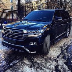 Toyota Land Cruiser 150, Land Cruiser 200, Weird Cars, Cool Cars, Chris Brown Albums, Toyota Lc200, Mercedes Benz Maybach, 4x4 Trucks, Cars And Motorcycles